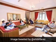 Pak PM Imran Khan Meets Aides Despite Testing Covid Positive