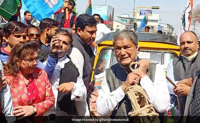 Harish Rawat Pulls Autorickshaw With Rope To Protest Fuel Price Hike