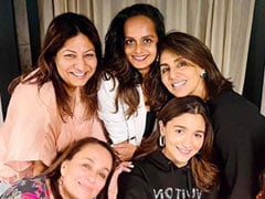 """Alia Bhatt's """"Rocking Birthday Celebrations"""" Included Hanging Out With Neetu Kapoor And Some Couch Time. See Pics"""