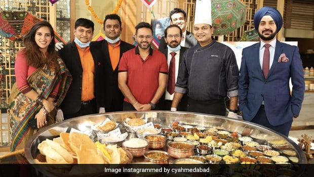 This 5-Ft Gujarati 'Cricket Thali' Featured Dishes Like Kohli Khaman, Dhoni Khichdi And More