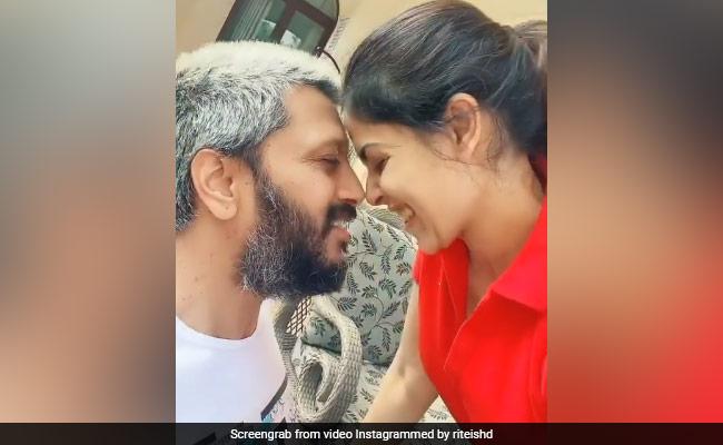 'Lockdown Memories': Just Genelia D'Souza And Riteish Deshmukh Adorably Lip-Syncing To Saajan Song