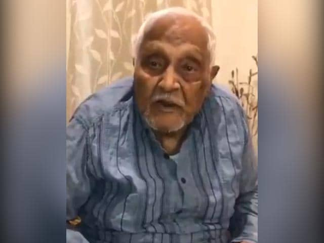 """Video : 102-Year-Old Retired Army Officer's """"2 Reasons"""" For Getting Vaccine"""