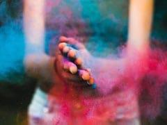 Holi 2021: होली के बाद रंग हटाना होगा बेहद आसान, फॉलो करें ये 10 टिप्स