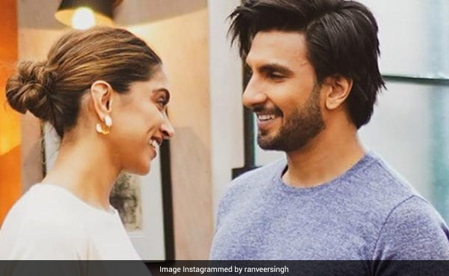 Ranveer Singh Can't Take His Eyes Off Deepika Padukone In This Pic