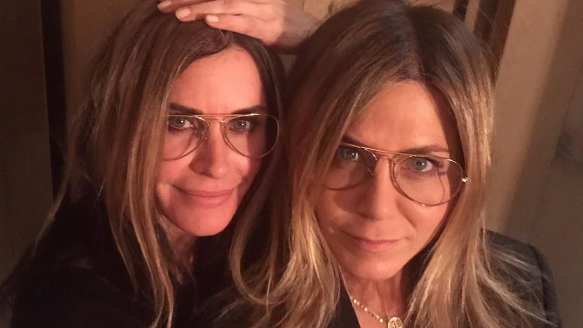 Courteney Cox Shares Baked Fish Recipe In A Video, Jennifer Aniston Does A 'Chandler'!