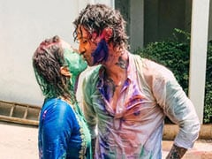 """Holi 2021: There Was """"Nothing Pretty Or Delicate"""" About Sunny Leone's Celebrations. Here's Proof"""