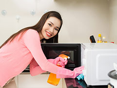 5 Easy Tips To Keep Your Microwave Sparkling Clean