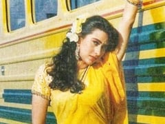Hey Karisma Kapoor, The 90s Called. They Want The Chiffon <i>Saree</i> Back