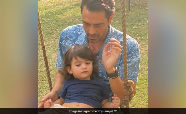 Arjun Rampal's Son: Arjun Rampal's 2-Year-Old Son Makes Banana Smoothie With Mother
