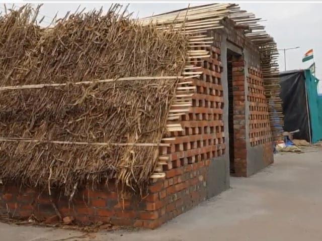 Video : Eyeing Long-Haul, Farmers Build Brick Homes By Highway At Delhi Border