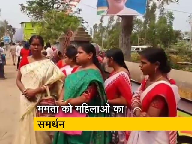 Videos : ममता बनर्जी के नामांकन से पहले घर के बाहर समर्थकों का जमावड़ा
