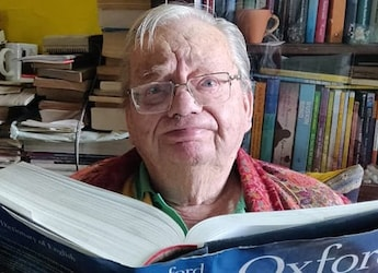 Author Ruskin Bond Enjoys Fresh Jalebis On A Rainy Day In Mussoorie