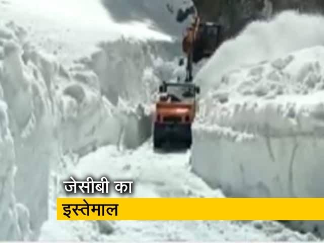 Video : जम्मू-कश्मीर में बर्फ हटाने का ऑपरेशन जारी