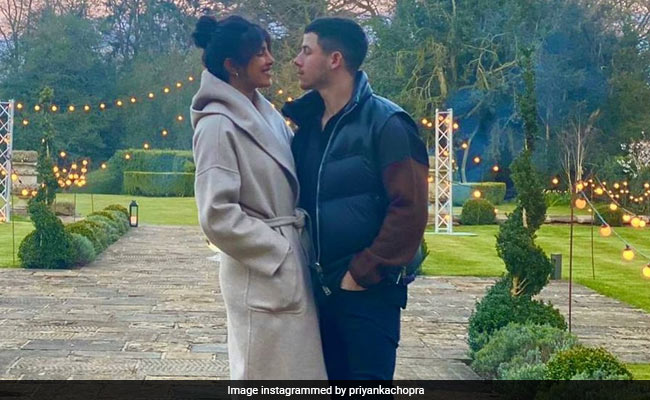 'Time Stands Still' For Priyanka Chopra And Nick Jonas In This Pic