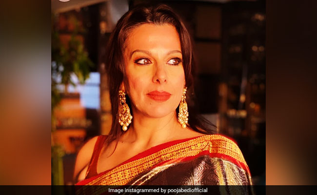 Twitter Calls Out Pooja Bedi For Her 'Suffocating Masks' Post. Her Response