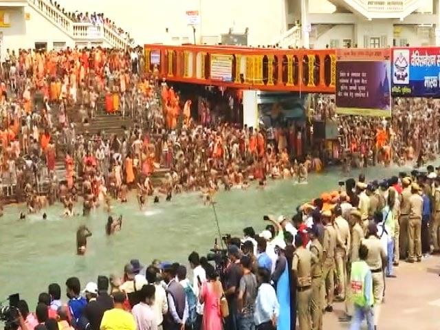 Video : Kumbh Mela: Lakhs Gather For Holy Dip In River Ganga Amid Covid Surge