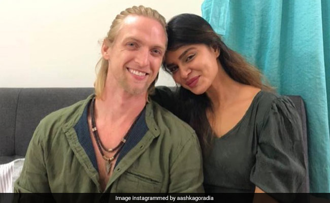 """Aashka Goradia And Husband Are Covid-Positive: """"This New Strain Is A Nasty And Sly Devil"""""""