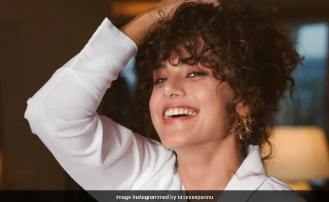 An ROFL Karaoke Session At Taapsee Pannu's House: 'It's Getting Crazier'