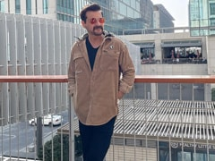 Sanjay Kapoor's Pics Reviewed By Wife Maheep And Daughter Shanaya