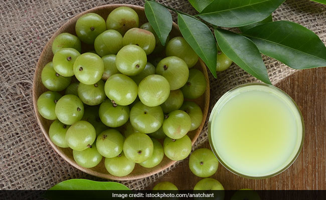 Amla Vs Goji Berry: Which Contains More Vitamin C? Let's Find Out