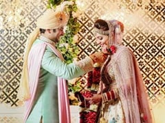 <I>The Kapil Sharma Show</i> Stars Sugandha Mishra And Sanket Bhosale Get Married. See Pic