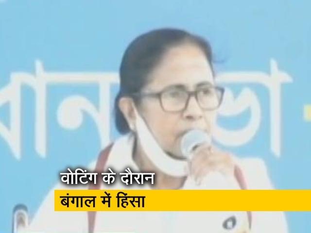 Videos : कूचबिहार: ममता बनर्जी ने लगाया अमित शाह पर साजिश रचने का आरोप, मांगा इस्तीफा