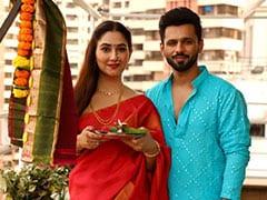 With Rahul Vaidya By Her Side, Disha Parmar Celebrates Gudi Padwa 2021 In A Stunning Red <i> Saree</i>