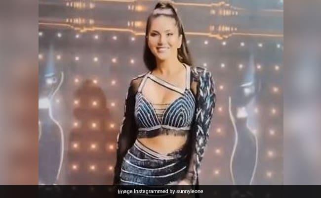 सनी लियोन ने 'नदियों पार' सॉन्ग पर यूं झूमकर किया डांस, देखें Video