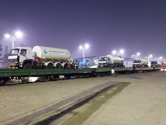 """Video : First """"Oxygen Express"""" Leaves Maharashtra For Vizag With 7 Empty Tankers"""