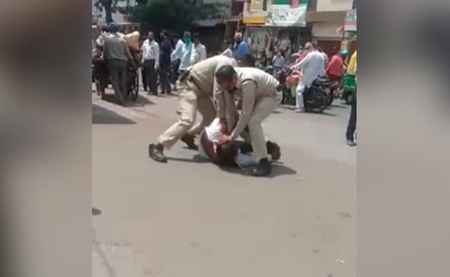 Mask Slipped From Nose, Man Beaten Mercilessly By Cops In Madhya Pradesh