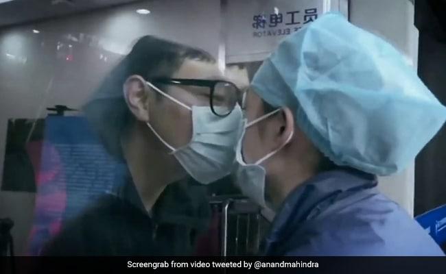 Corona के बढ़ते मामलों के बीच Anand Mahindra ने शेयर किया इमोशनल वीडियो, लोग बोले- 'रोना आ गया' - देखें Video