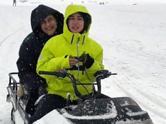 In Sara Ali Khan's New ROFL Video From Gulmarg, Mom Amrita Singh Steals The Show