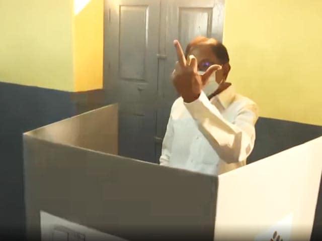 Videos : तमिलनाडु विधानसभा चुनाव: कांग्रेस नेता पी चिदंबरम ने डाला वोट