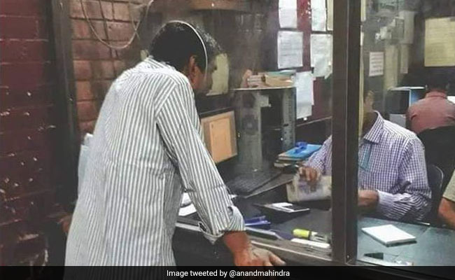 Man Finds A Way To Bypass Social Distancing Rules. See Anand Mahindra's Post