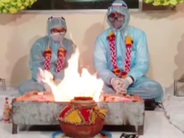 Video : Couple Gets Married In PPE Suits After Groom Tests Positive or Covid