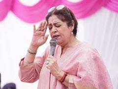 ब्लड कैंसर से जूझ रहीं किरण खेर ने दान किए 1 करोड़ रुपये, कहा- 'मुश्किल समय में अपने लोगों के साथ हूं'