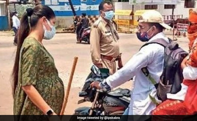 Pregnant Cop Regulates Traffic, Asks People To Follow Covid Norms In Chhattisgarh