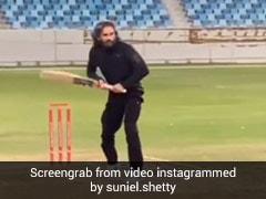 Suniel Shetty ने सचिन की तरह यूं मारी स्ट्रेट ड्राइव, बोले- मुझमें एक लत है...देखें Video