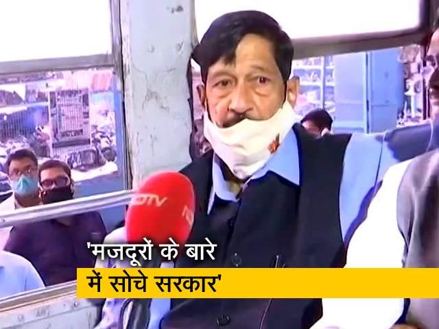 Videos : पुणे: बस में बैठकर PMPML बसें बंद करने का विरोध कर रहे हैं BJP सांसद