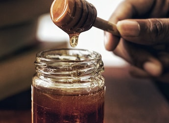 Love Honey In Your Tea? Here're 6 Best Options For You