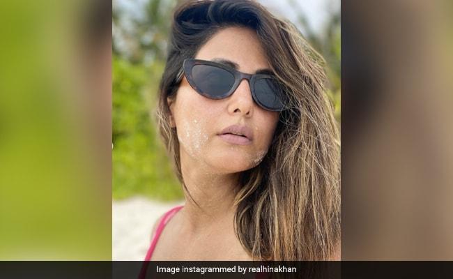 हिना खान का Beach पर दिखा ग्लैमरस स्टाइल, पोल्का डॉट ड्रेस में यूं पोज देती आईं नजर- देखें Photos