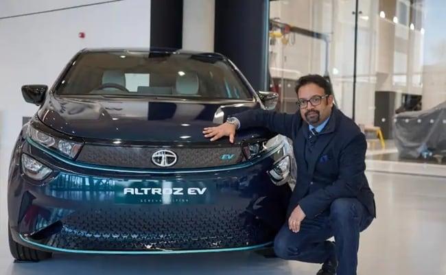बेहतर अवसर की तलाश में प्रताप बोस ने कंपनी छोड़ने का फैसला लिया है - टाटा मोटर्स