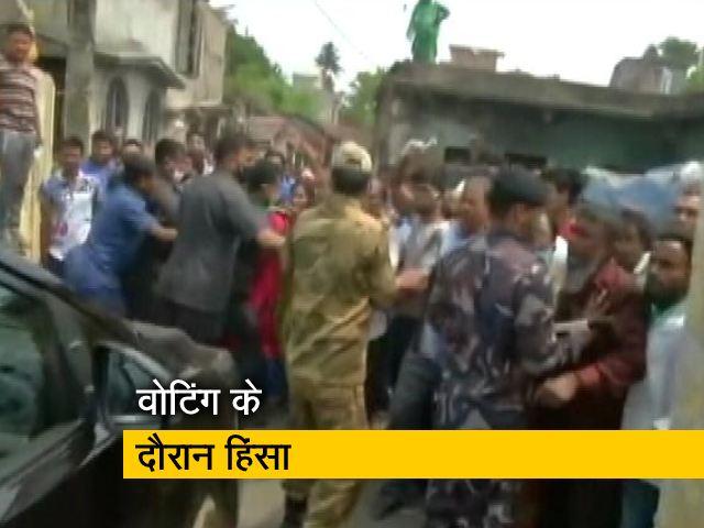 Video : बंगाल चुनाव: BJP उम्मीदवार लॉकेट चटर्जी की गाड़ी पर हमला