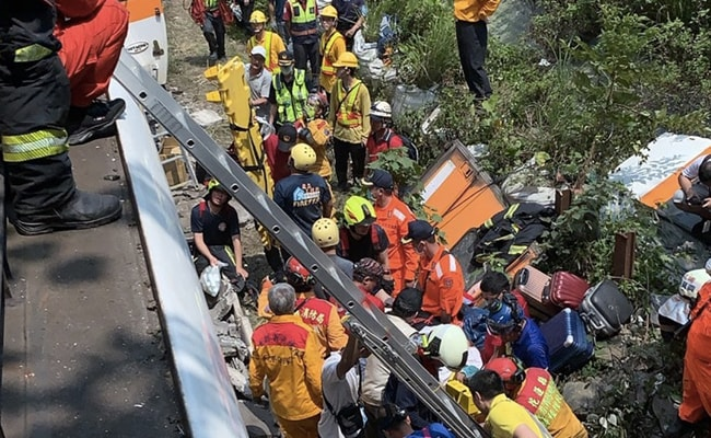 Forty-eight killed as train derails in Taiwan