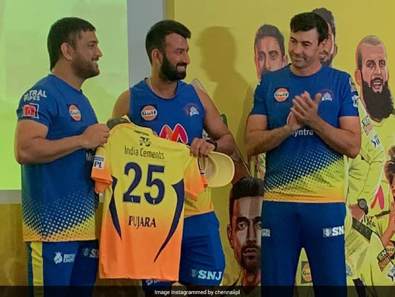 """IPL 2021: Here Is How Captain MS Dhoni Welcomed CSK """"Freshers"""" Into The Team"""