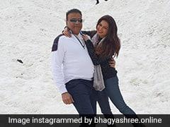 भाग्यश्री ने बर्फीली वादियों में श्रीदेवी के गाने पर पति संग किया रोमांटिक डांस, देखें Video