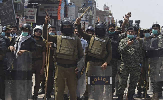 Radical Pakistan Party Releases 11 Police Hostages After Anti-France Protests