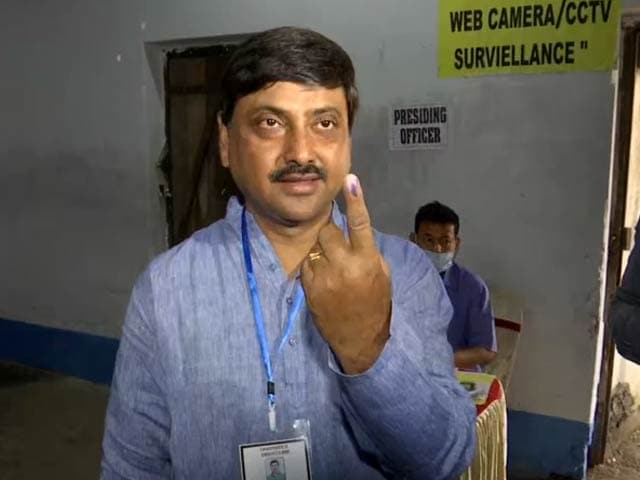 Bengal Assembly Polls: Trinamool's Sourav Chakraborty Casts Vote