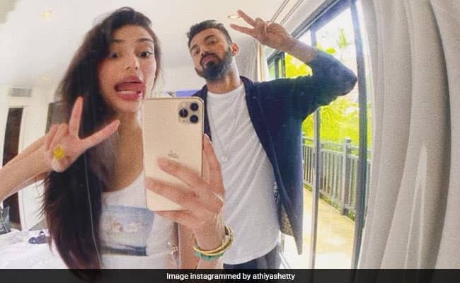 Athiya Shetty shares unseen picture with KL Rahul on his birthday, Suniel Shetty also react on it