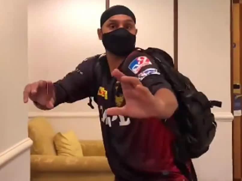 IPL 2021: Harbhajan Singh Completes Quarantine Period, Joins KKR For Team Practice. Watch